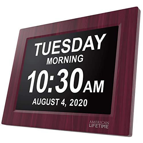 American Lifetime Digitale Kalenderuhr - Digitaluhr mit extra großer Schrift für Kinder, Senioren, Sehschwache und Alzheimer Patienten, mit 5 Alarm Optionen (Holzfarbe)